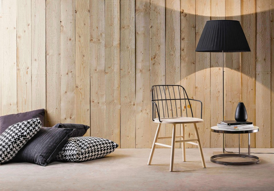 Strike armchair with wooden seat and base, metal backrest