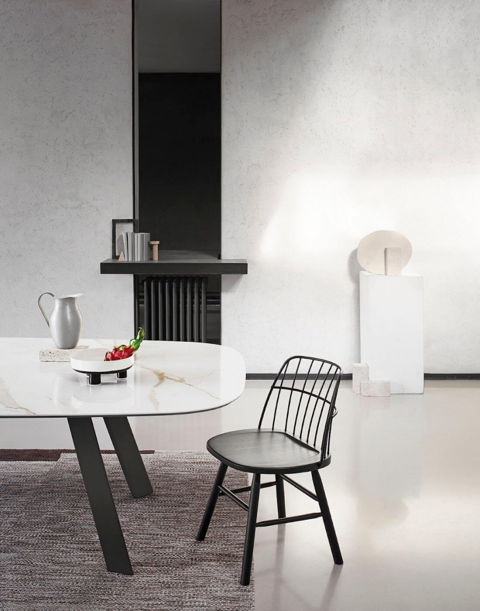 Strike chair with metal back and black painted wood structure