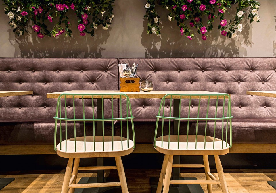 Strike restaurant chair with wooden seat and green painted metal backrest