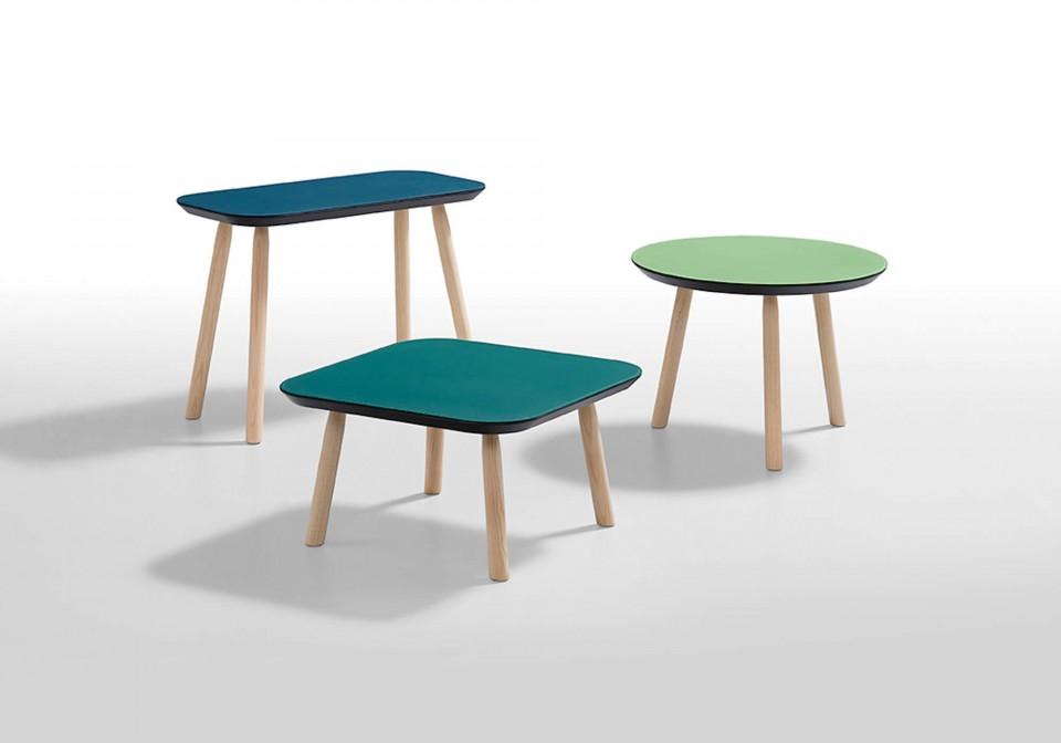 Table basse Suite avec pieds en bois en finition chêne naturel et plateau en cuir vert