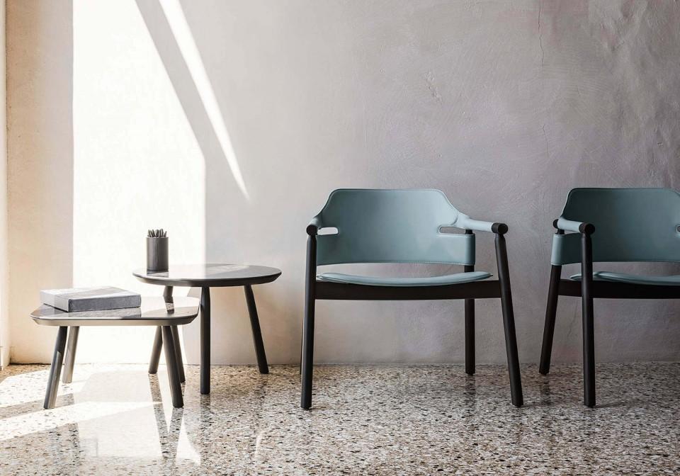 Table basse Suite ronde et carrée avec pieds en bois noir et plateau en céramique effet marbre noir