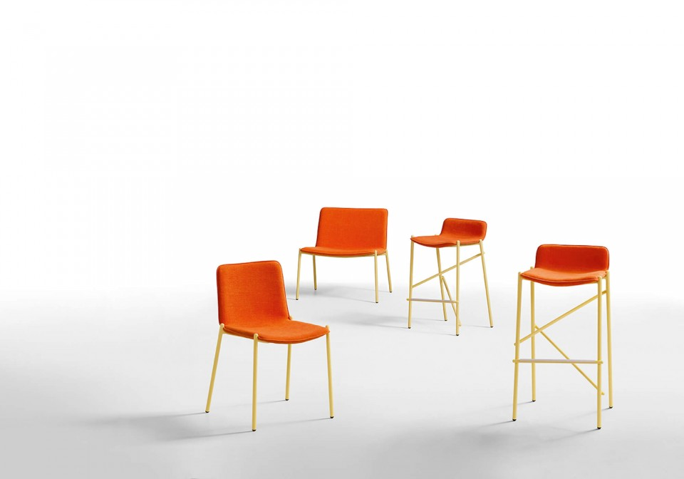 Trampoliere waiting room armchair with structure in yellow metal and seat in red fabric