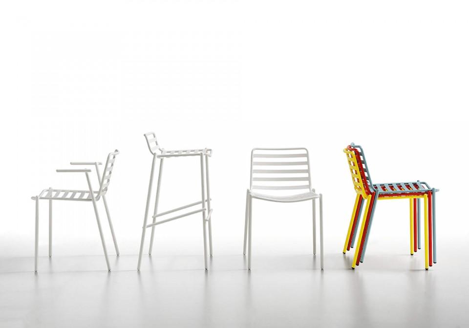 Sedia Trampoliere impilabile fino a quattro unità. La sedia è interamente realizzata in metallo verniciato