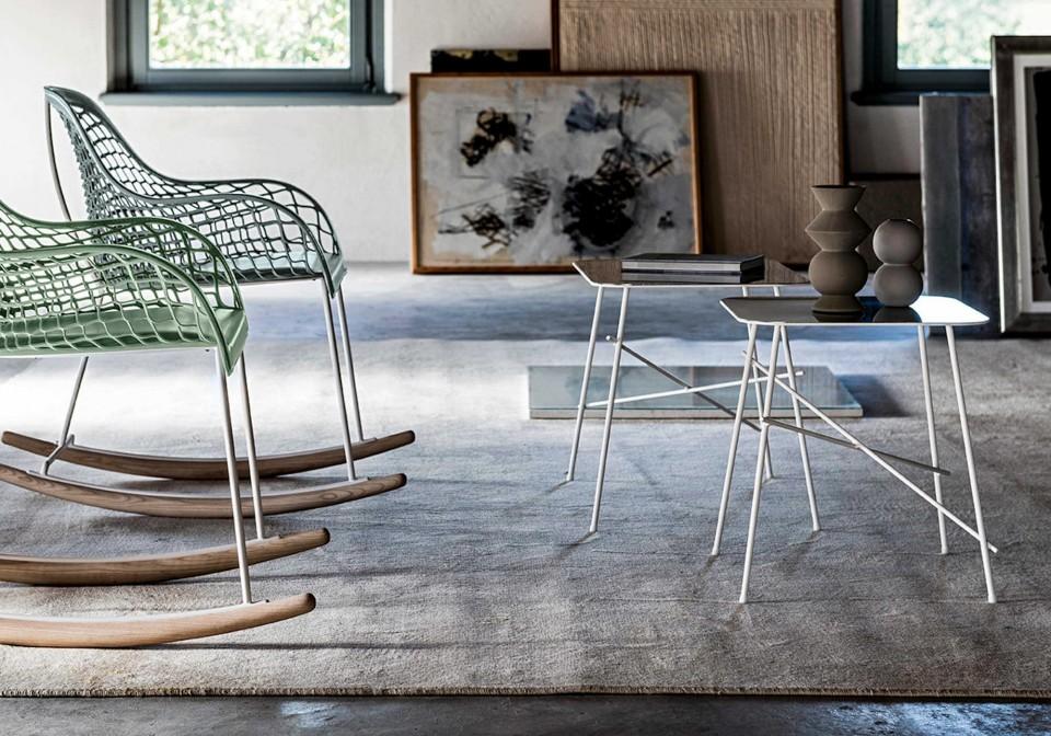 Set di due coffee table Walter in versione rettangolare e quadrata con gambe in metallo verniciato bianco e piano in acciaio inox