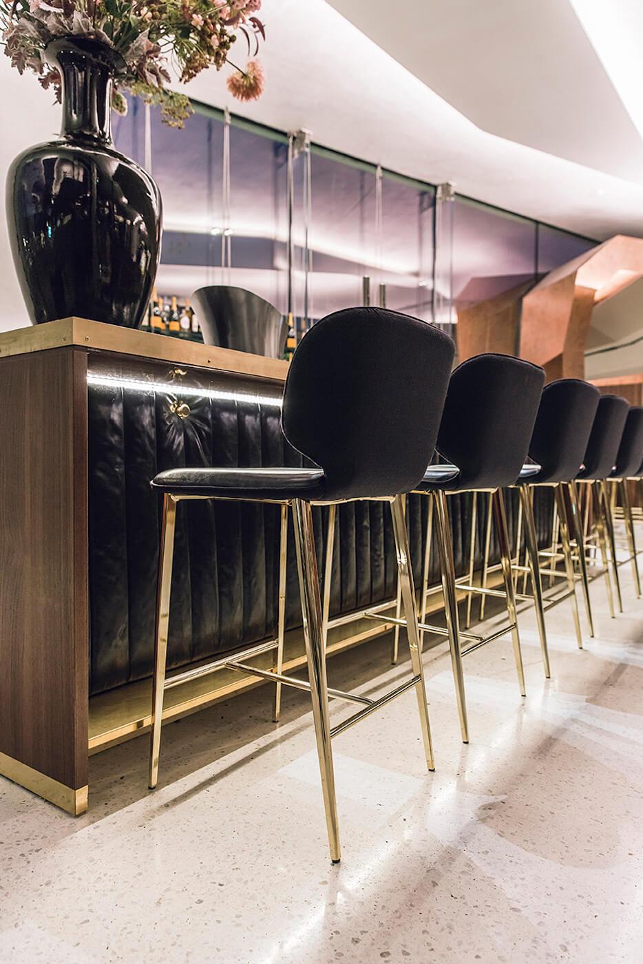 Wrap sgabelli da bar realizzati in finitura custom