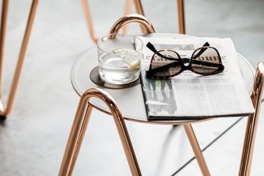 Tavolino Apelle chic nella finitura oro rosa