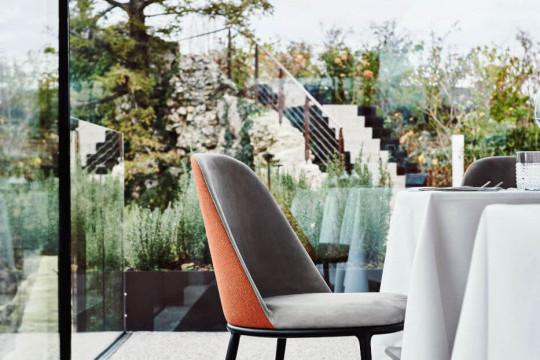 Lea chair with velvet upholstery