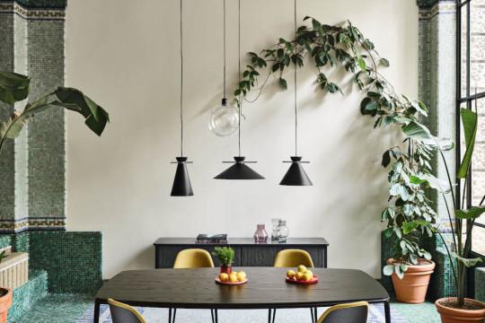 Table Lea avec plateau en bois noir