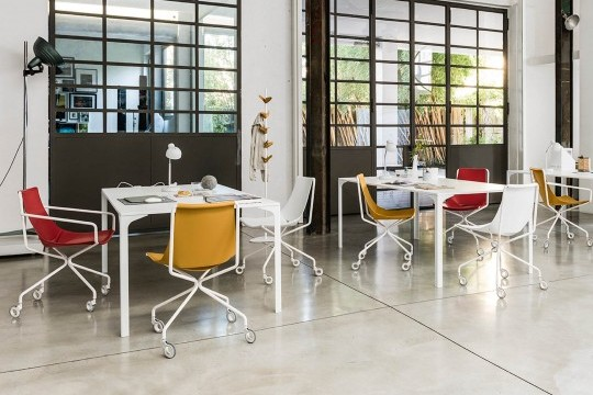 Office chair with wheels and armrests, legs in white metal and seat in red, ocher and white hide