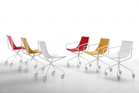 Apelle armchair on wheels with white metal legs and seat in red, ocher and white hide