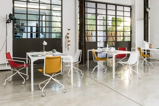 Apelle chair with wheels with white metal legs and seat in white, red and orange hide