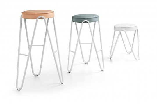 Apelle Jump high stool in white metal with seat in pink, light blue and white hide