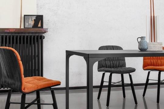 Armando Midj table en acier noire