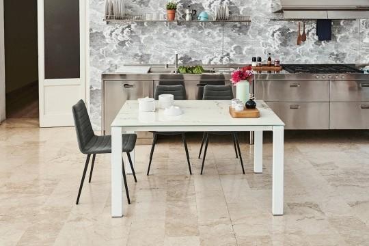 Badù tavolo allungabile in metallo bianco e cristalceramica bianca