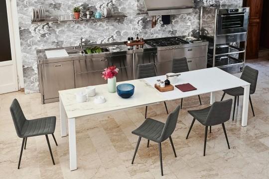 Table Badù extensible avec plateau en cristalcéramique blanque. Rallonges en MDF blanc opaque