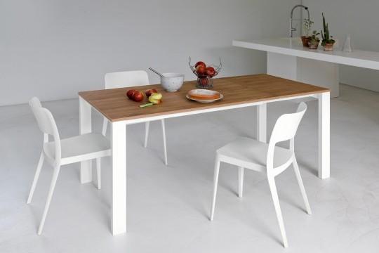 Table Badù avec structure en acier blanc et plateau en mélaminé finition noyer flammé