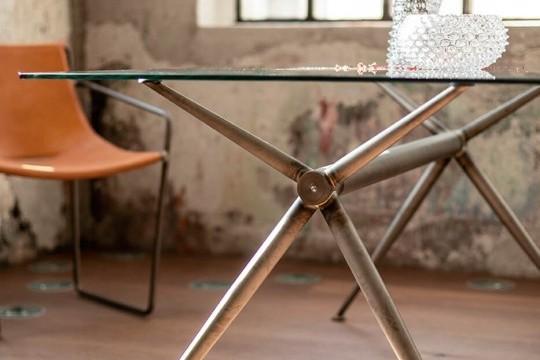 Brioso table vintage version is suitable for industrial decoration