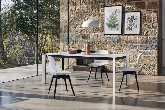 Blade dining table with black frame, white wooden legs and white fenix top
