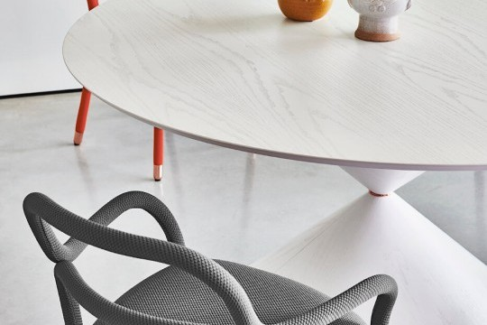 Clessidra table with 150 cm diameter white wooden top