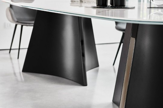 Detail of Concave's table base in black metal with black nickel insert