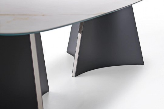 Barrel verison of Concave table with black metal structure et crystalceramic top