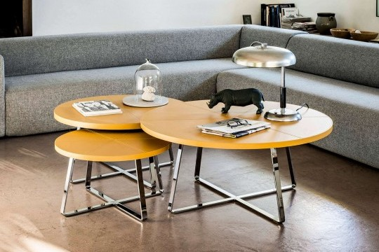 Set of three coffee tables Dj with legs in polished chrome and top in ocher yellow hide
