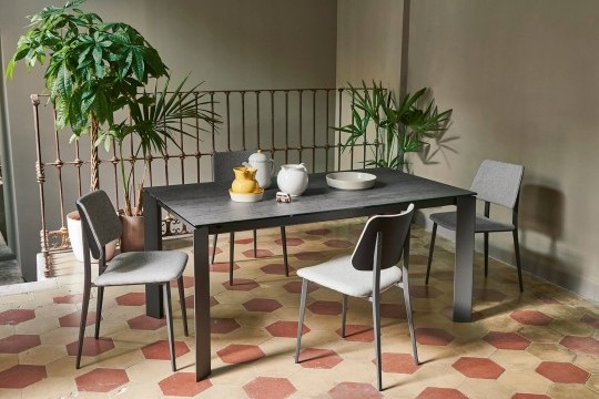 Extendable table with graphite metal base and crystalceramic top in savoia anthracite finish