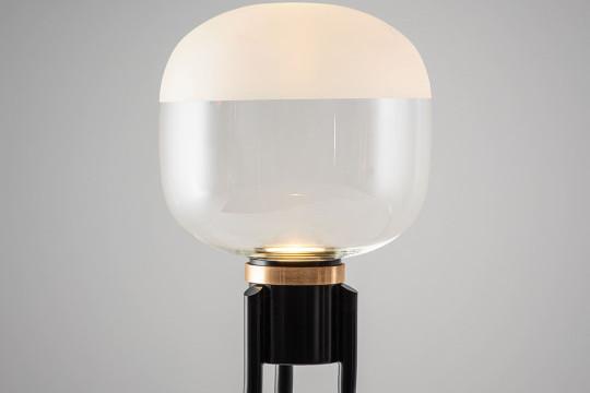 Dettaglio della lampada da terra Ghost in vetro