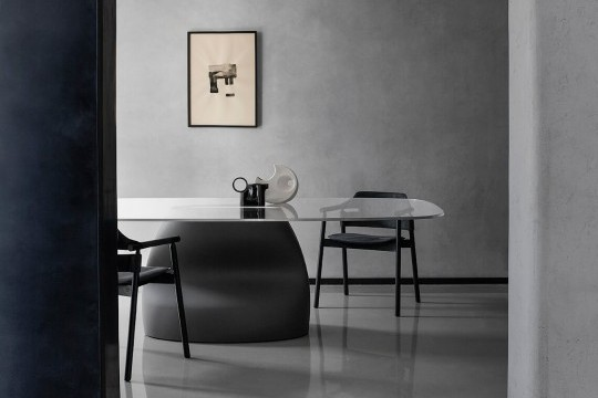 Gran Sasso table with dark gray baydur base and glass top