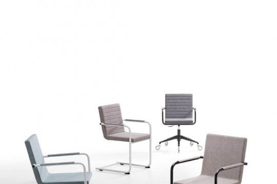 H5 armchair with metal frame and seat upholstered in white fabric