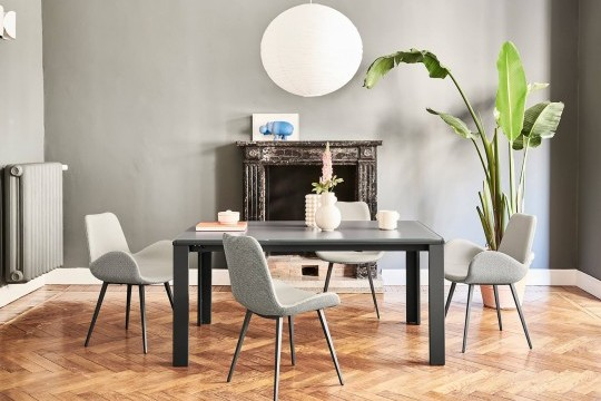 Marcopolo extendable table with four-leg base in graphite metal, top and extensions in graphite scratch-resistant glass