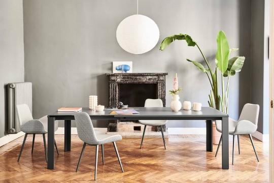 Il tavolo Marcopolo nella sua massima estensione può ospitare fino a 12 posti a sedere