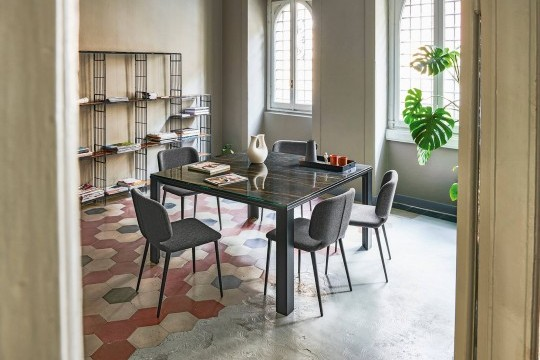 Marcopolo extendable square table with four-leg base in black metal and noir desir marble effect crystalceramic top