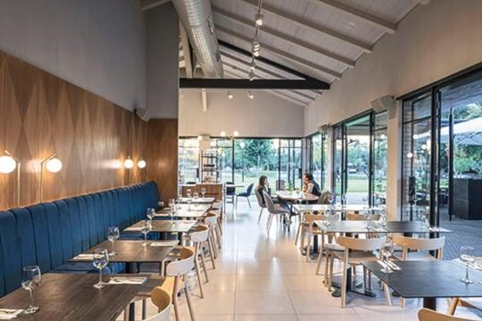 Sedia da ristorante Montera con seduta e struttura in legno
