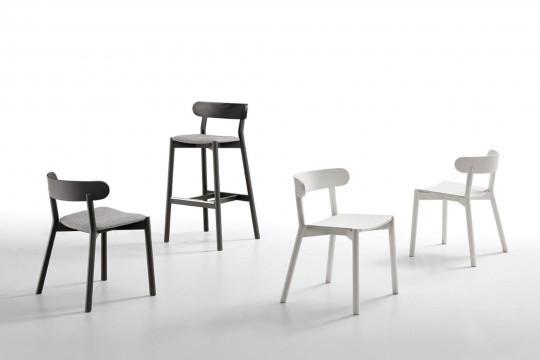 Chaise Montera avec structure en bois noir et assise en tissu gris