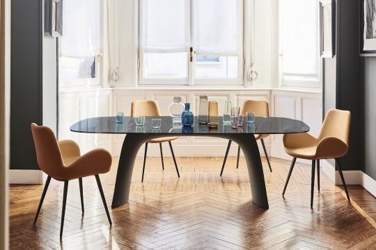 Tavolo da pranzo Moonlight con base in baydur color grafite e piano in vetro trasparente color fumè