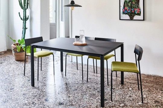 More extendable table with black steel legs and black fenix top