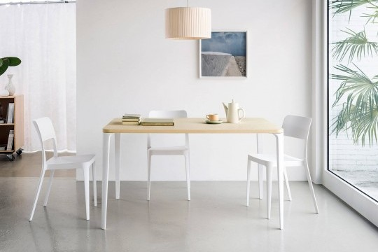 Rectangular Nene table with white metal legs and wood-effect melamine top