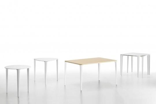Collection complète de tables Nenè dans les versions triangulaire, ronde, rectangulaire et carrée