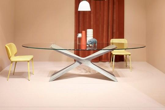 Table Nexus avec base en baydur effet ciment gris clair et plateau en verre transparent