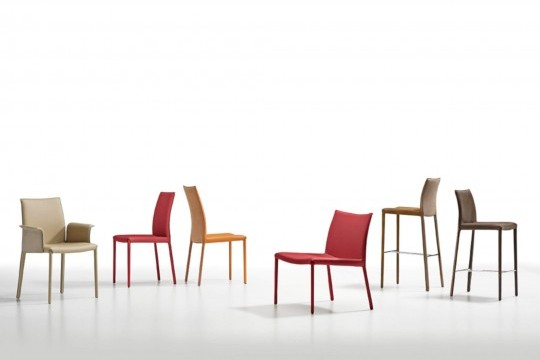 Nuvola waiting room chair with red leather seat