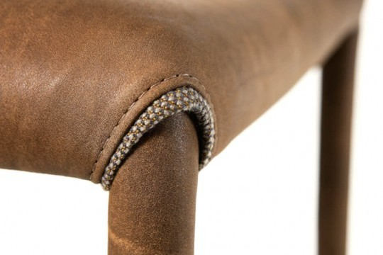 Nuvola stool detail with seat and structure covered in brown leather