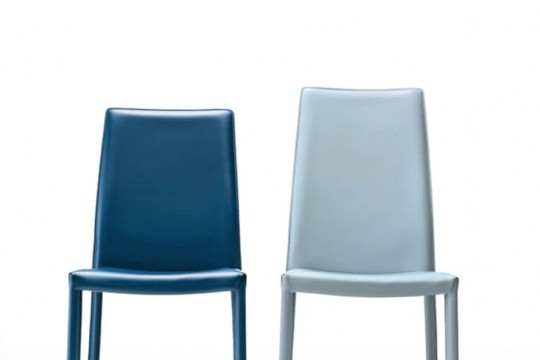 Chair with high back Nuvola entirely covered in light blue hide