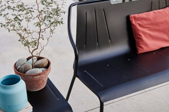 Ola bench with structure and seat in painted steel