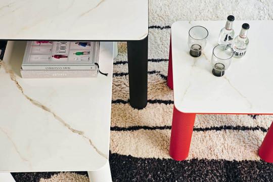 Piano in ceramica effetto marmo calacatta dei tavolini Paw