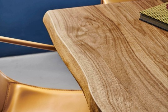 Detail of the solid walnut wood top of the Pechino table