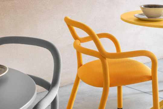 Pippi chair with armrests