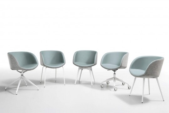 Sonny armchair with armrests, seat in light blue leather and back shell in gray fabric. The base is in wood