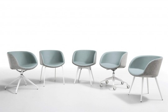 Sonny chair with armrests with seat in light blue leather and back shell in gray fabric. The base is in painted wood