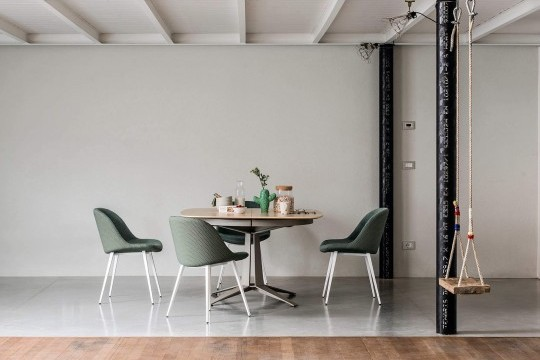 Sonny table chair with green fabric seat and legs in painted metal